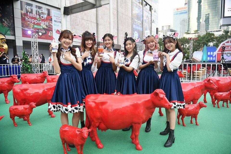 BNK48  เสิร์ฟแลนด์มาร์กความสุขแห่งใหม่ Milk Land COW PARATE  อลังการพาเหรดวัวแดงกว่า 64ตัว!