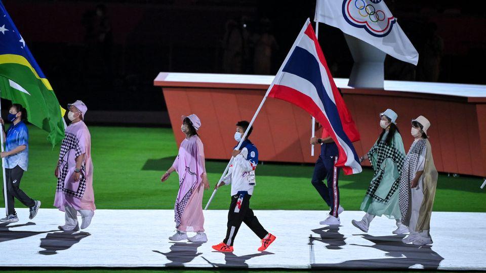 น้องแต้ว สุดาพร นำทัพนักกีฬาไทย ร่วมพิธีปิด โตเกียว 2020 ก่อนส่งไม้ต่อ ปารีส 2024